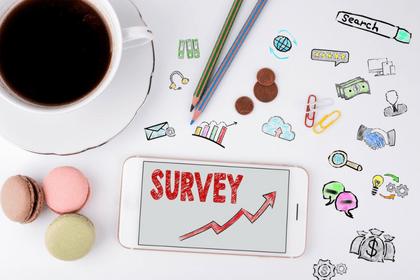 Las recomendaciones o invitaciones en las encuestas remuneradas online