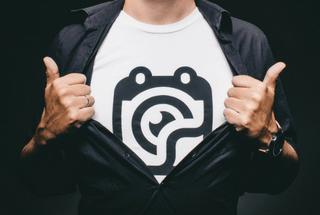 Ganar dinero por el diseño gráfico en camisetas y otros artículos