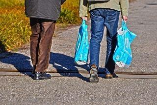 Emplea bolsas reutilizables para ir a comprar
